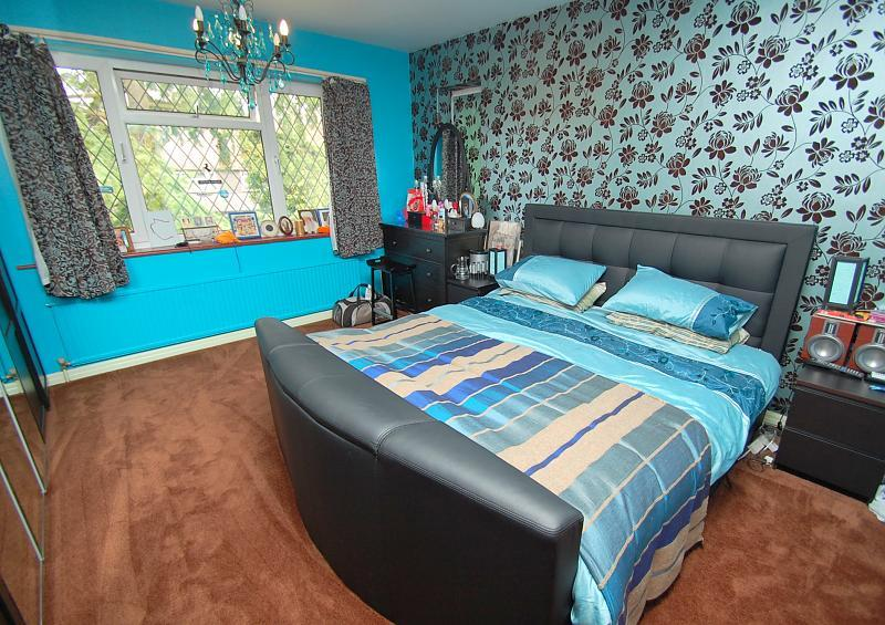 colourful blue grey bedroom with chandelier feature wall wallpaper 800x565