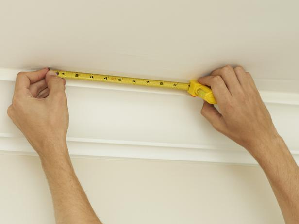Using a tape measure plan where your first wallpaper tile will go 616x462