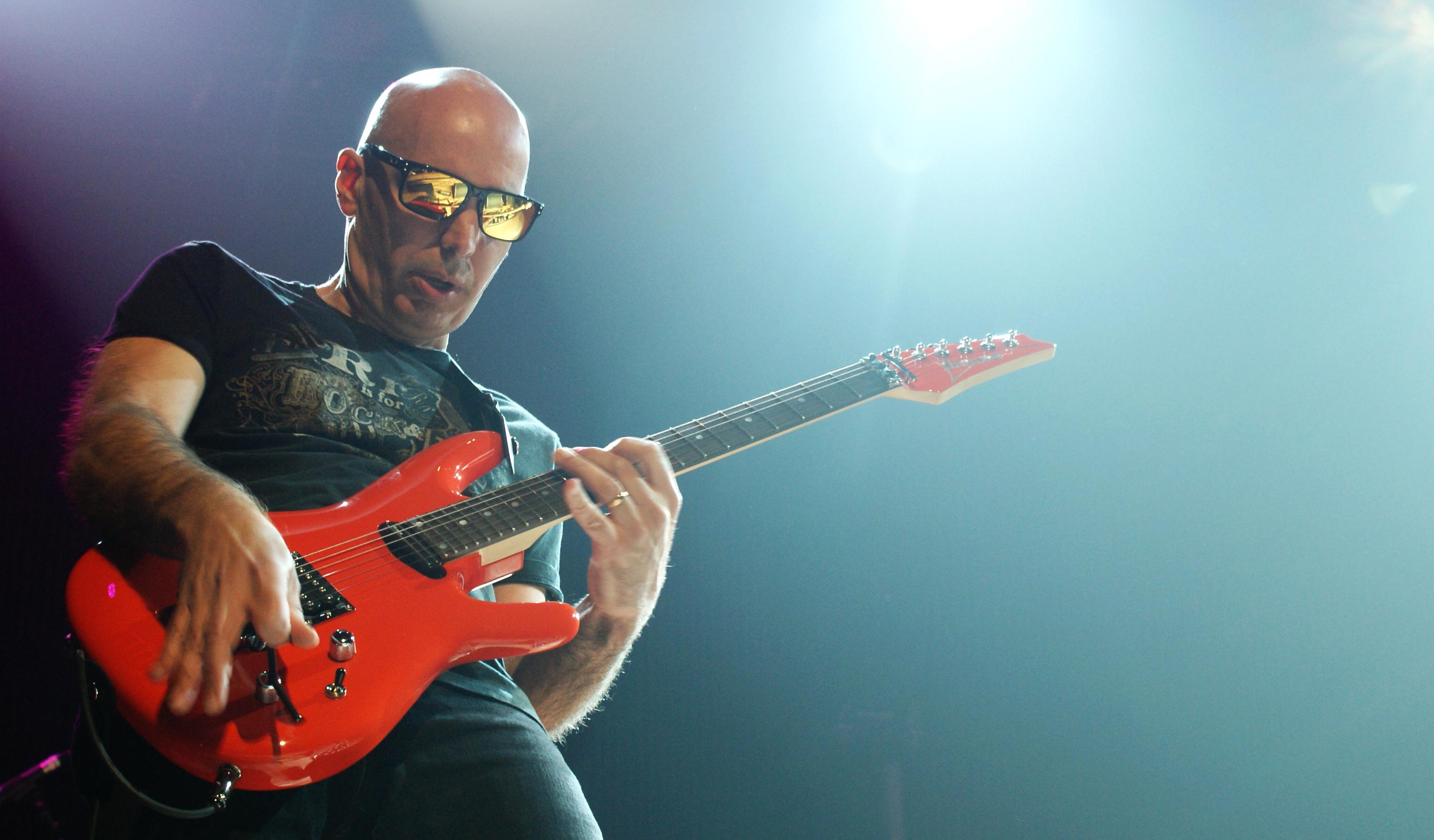 Joe Satriani by joewinn 3058x1791