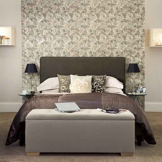 Chic grey bedroom with floral feature wallpaper Bedroom ideas 550x550