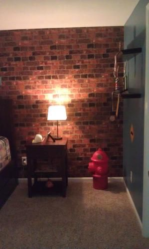 The Wallpaper Company Wallpaper 56 sq ft Red Brick Wallpaper 299x500
