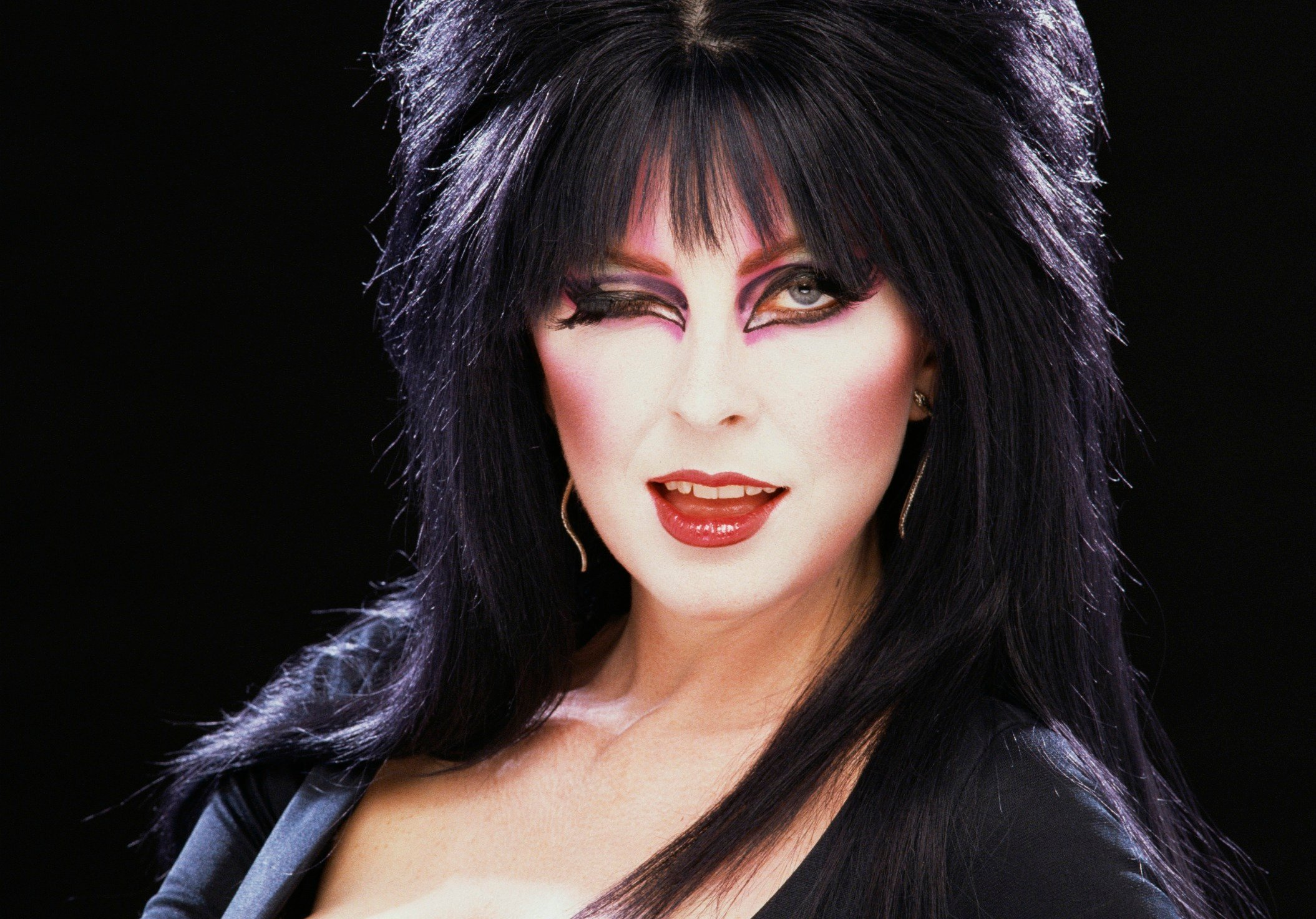 Elvira Hosts Funny Or Dies 2014 Halloween Anthology 2109x1472