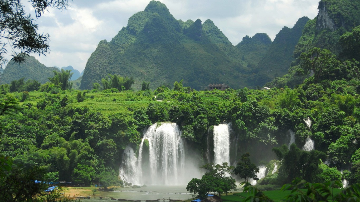 Download Detian Falls Vietnam wallpaper 1366x768