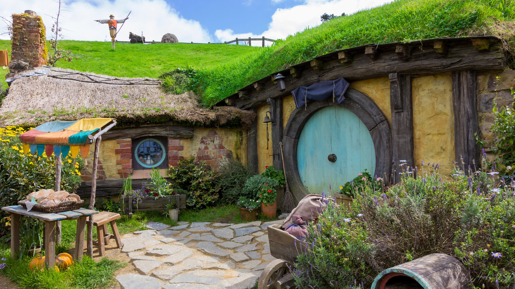 Wallpaper hobbit hole new zealand house wallpapers miscellanea 2048x1152