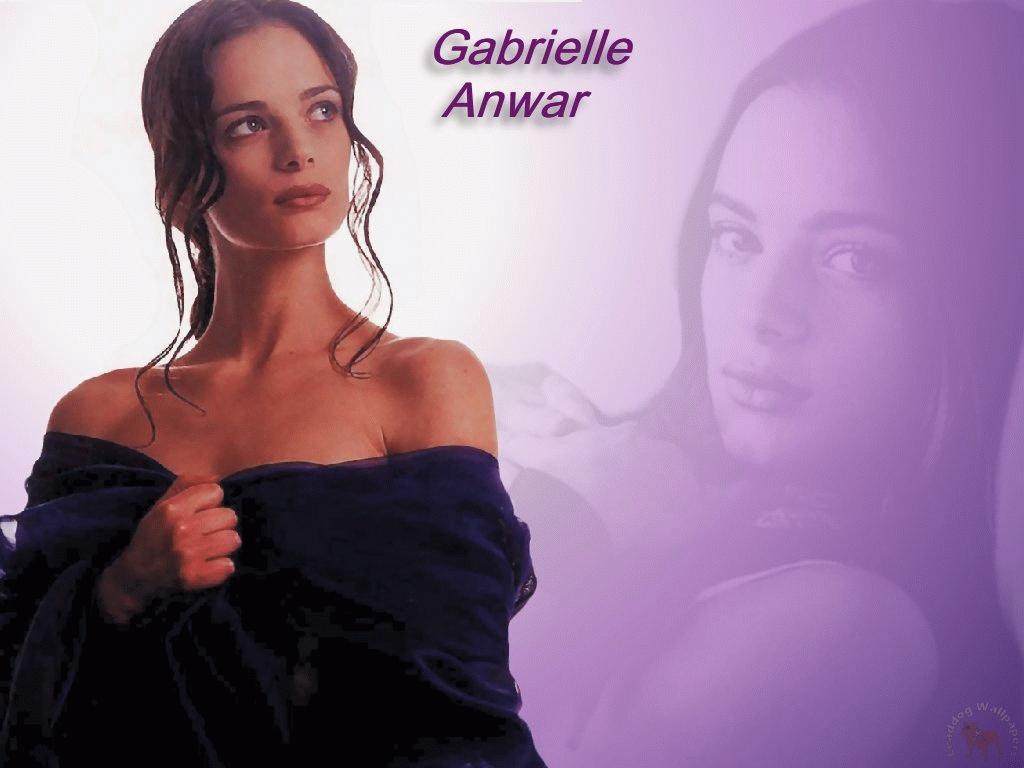 Gabrielle Anwar Wallpapers 1024x768