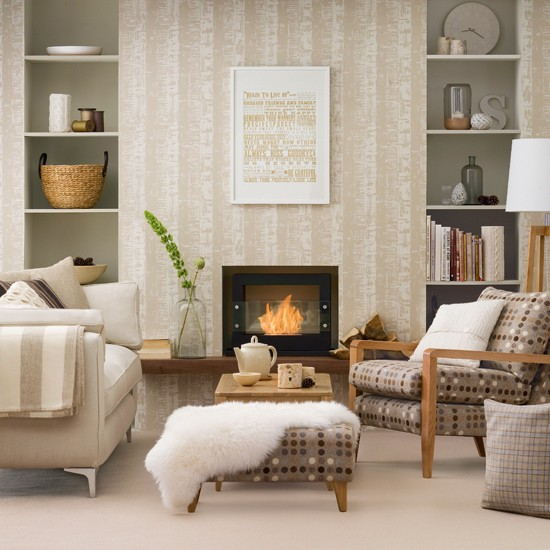 living room with patterned wallpaper Living room decorating ideas 550x550