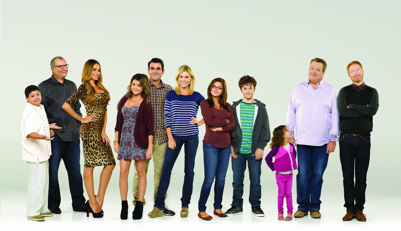 MODERN FAMILY sitcom comedy series 13 wallpaper background 4680x2700