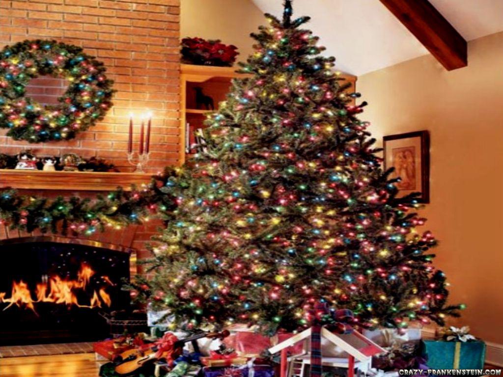 Wallpaper Warm and cozy christmas tree 1024x768