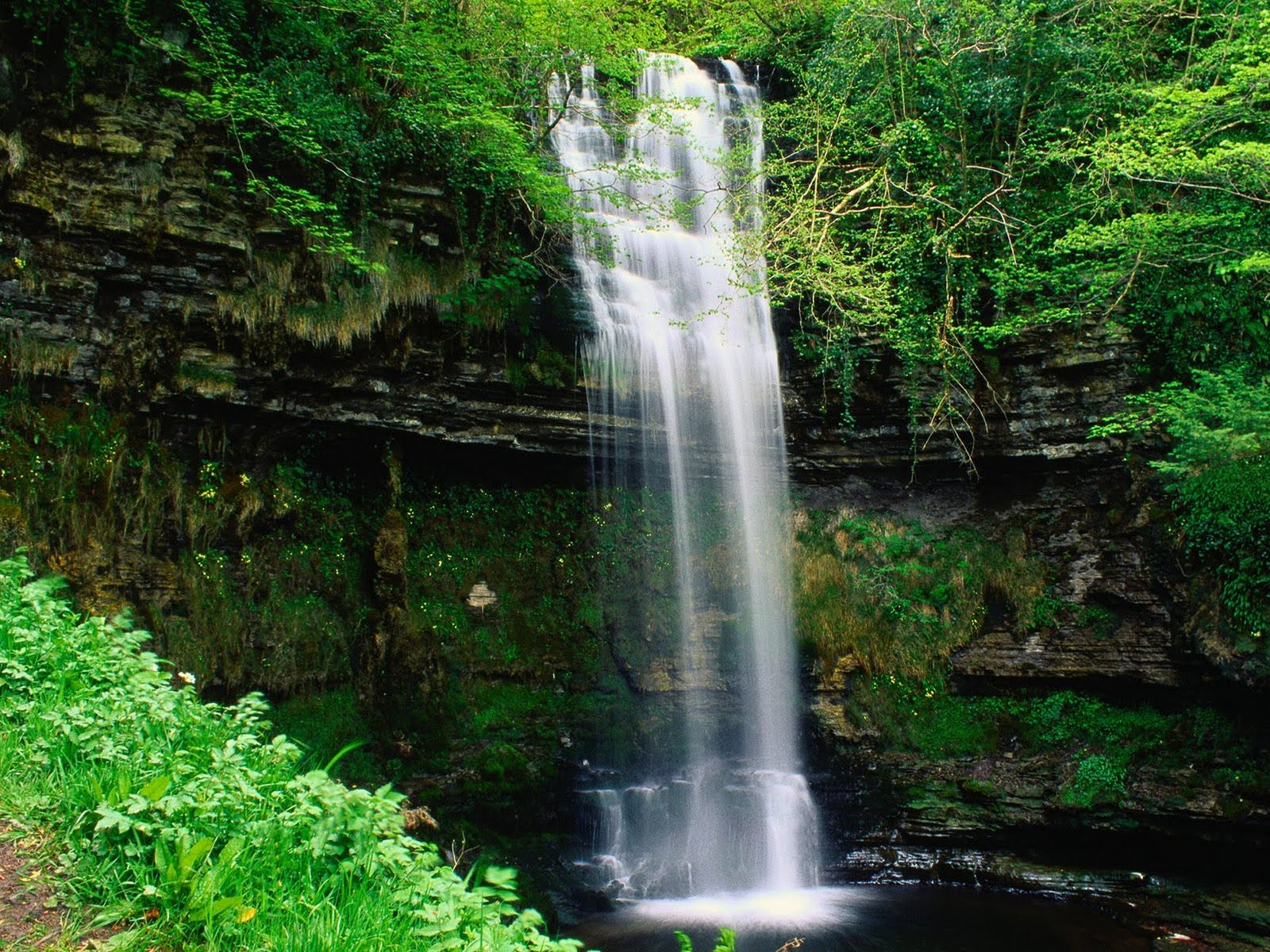 Waterfall Wallpapers are given above All the 9 wallpapers show 1600x1200