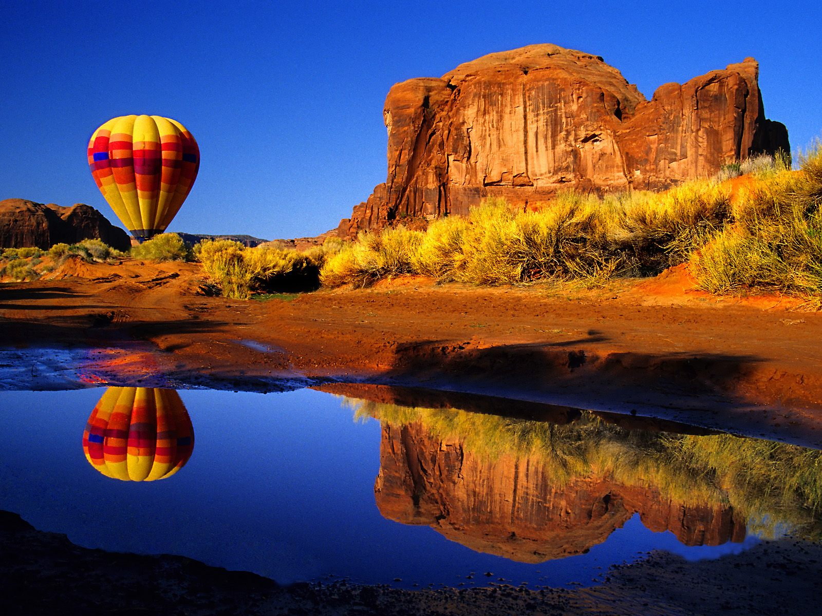 Air Balloon Reflected Arizona   Arizona Photography Desktop Wallpapers 1600x1200