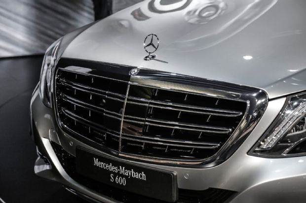 2016 Mercedes Maybach S600 Debuts in LA with Ultra 620x412