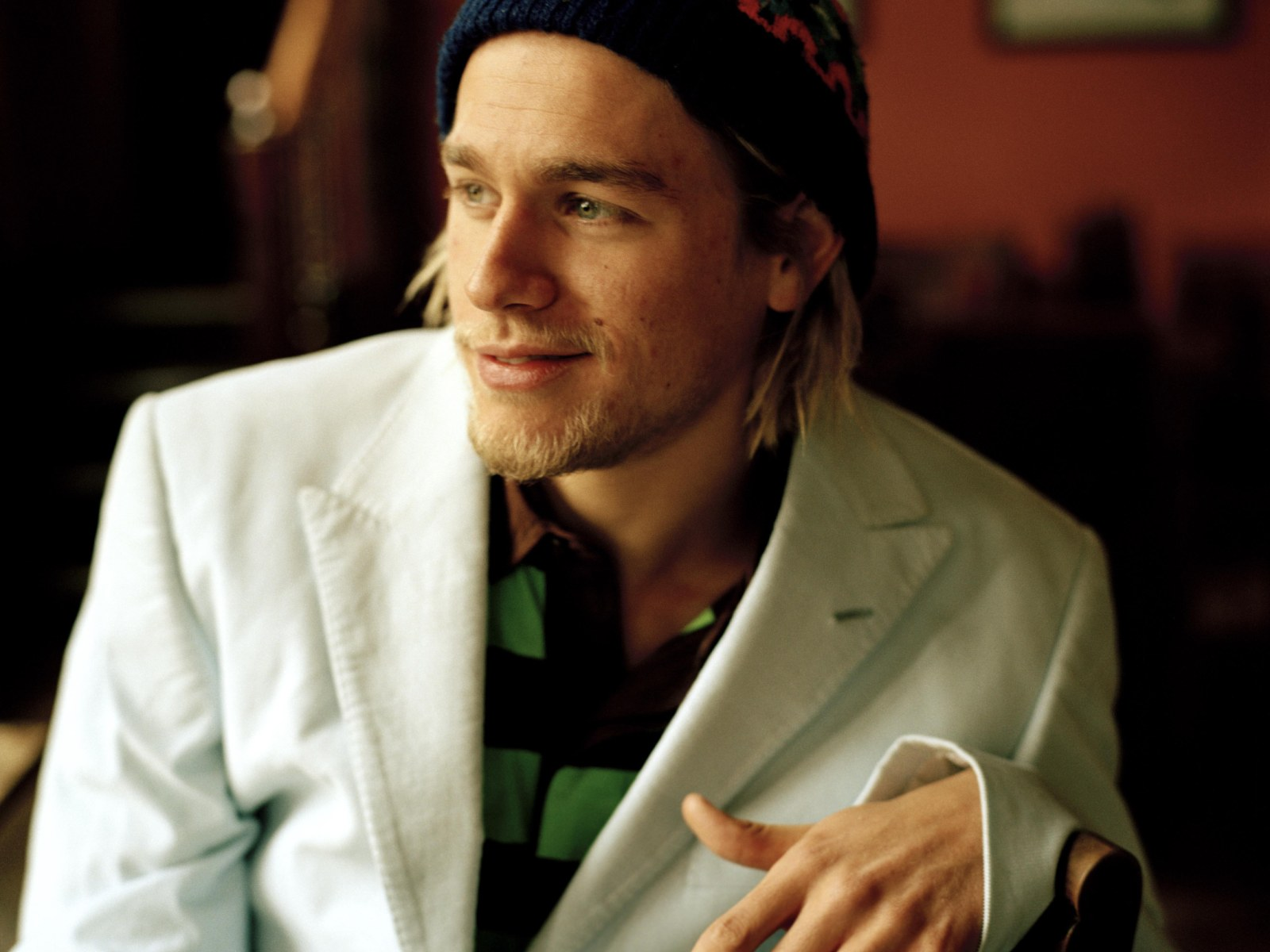 Charlie Hunnam Pictures 1600x1200