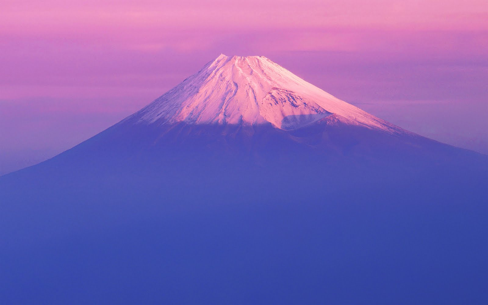 haulin past mt fuji and the apple desktop wallpaper of mount fuji from 1600x1000