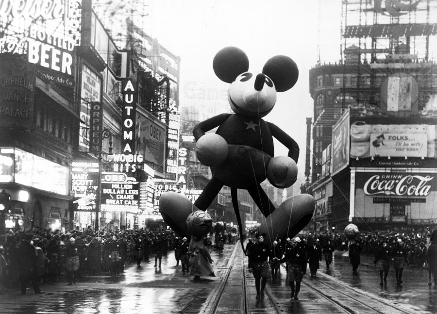 This Week in Disney History Mickey Debuts in the Macys 900x647