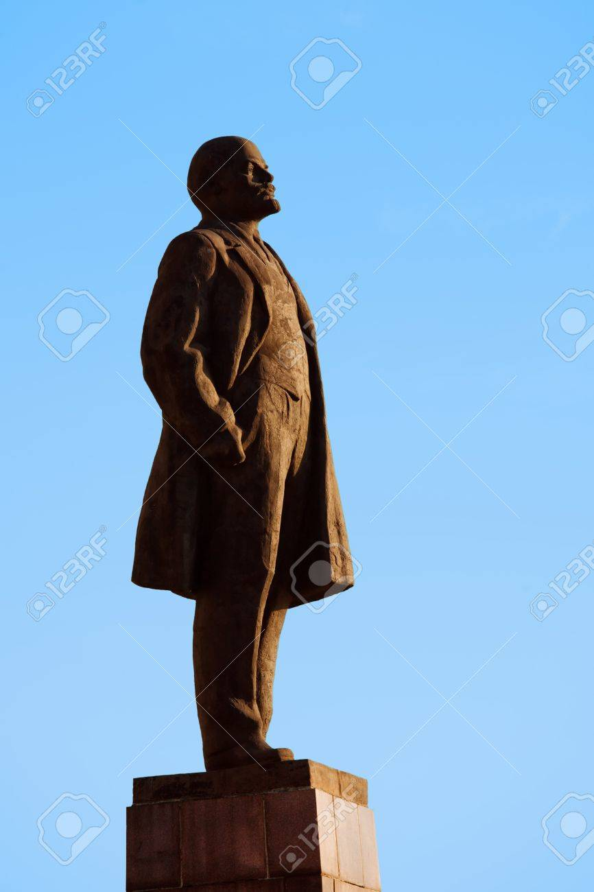Lenin Statue Standing On Blue Sky Background Stock Photo Picture 866x1300