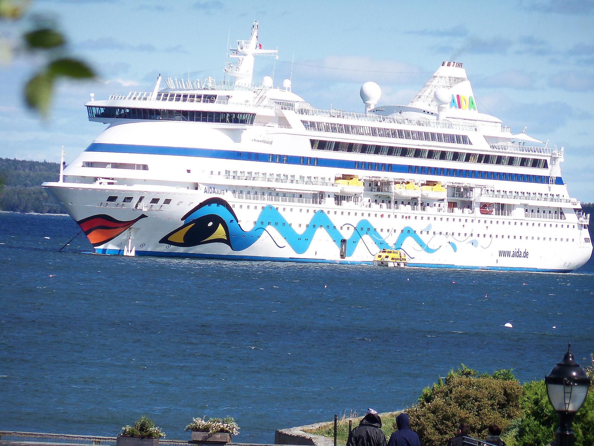 Cruise Ship 1920x1440