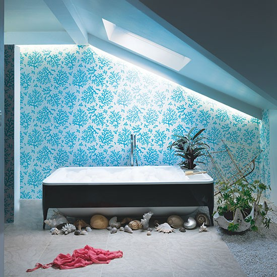 Aqua blue bathroom with coral wallpaper Spa style bathroom ideas 550x550