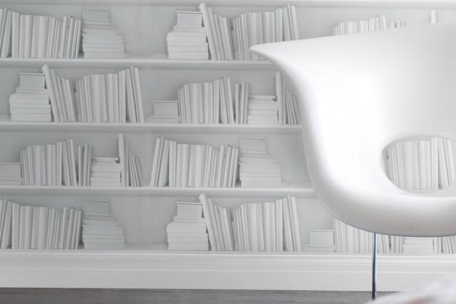 White Bookshelf Wallpaper   Bookshelf Ideas   Living Room Design 639x426