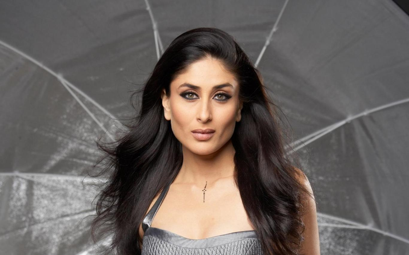Download Beautiful Kareena Kapoor Actress Wallpaper Wallpaper HD FREE 1366x853