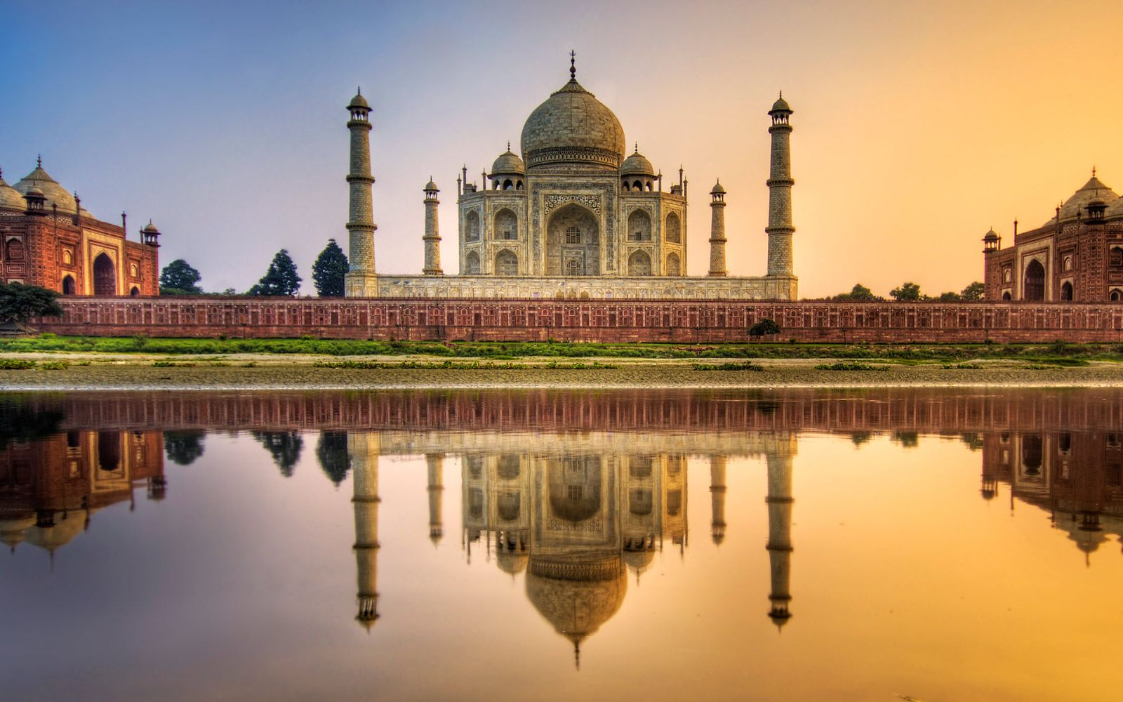 Taj Mahal The Incredible Place in India via Wallpaper in HD 1600x1000