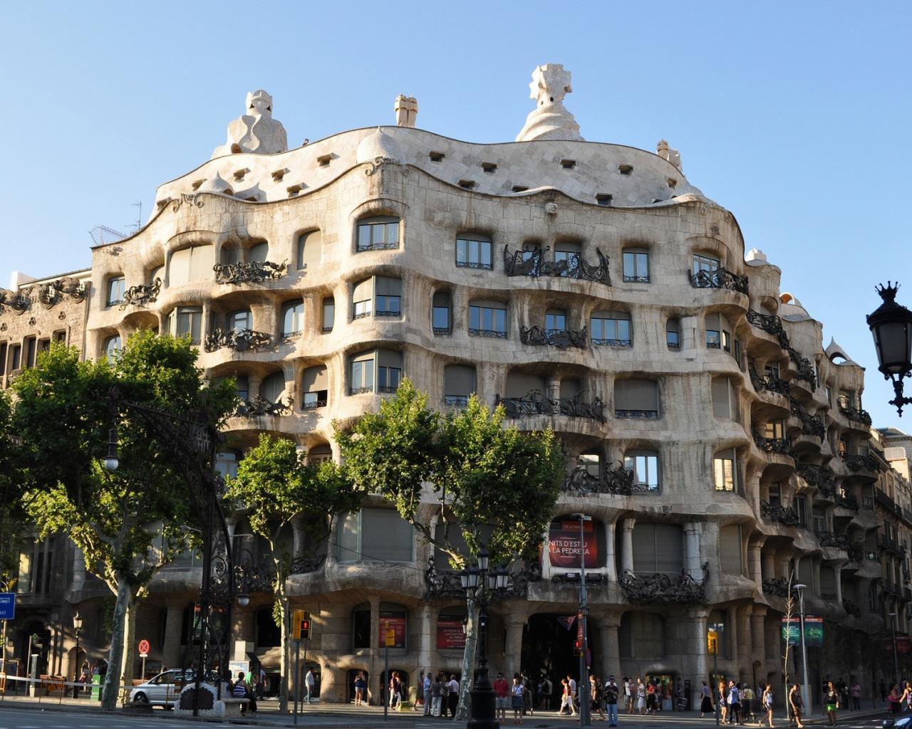 Architecture barcelona gaudi wallpaper 31435 1280x1024