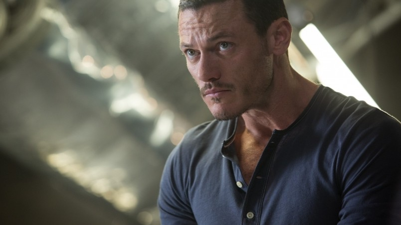 Luke Evans wallpaper 804x452