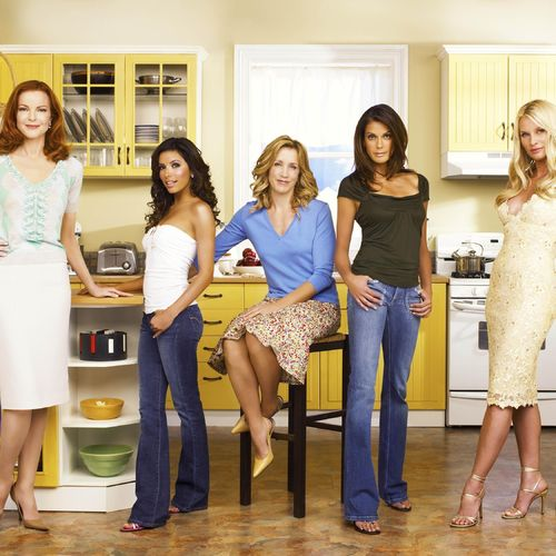Download 2560x1440 Desperate Housewives In The Kitchen Wallpaper 500x500
