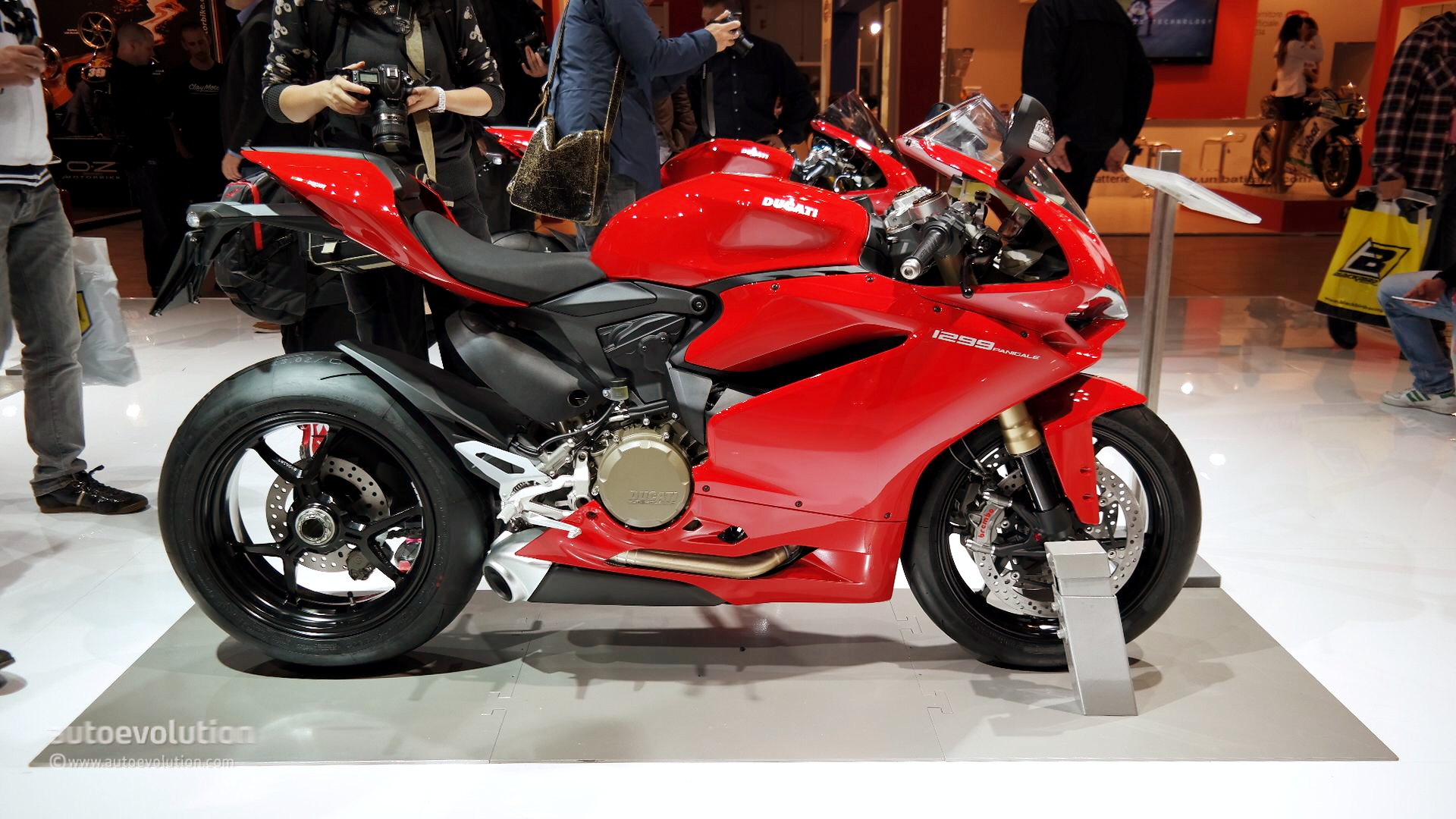 2015 ducati 1299 panigale s unveiled the silicon superbike live photos 1920x1080