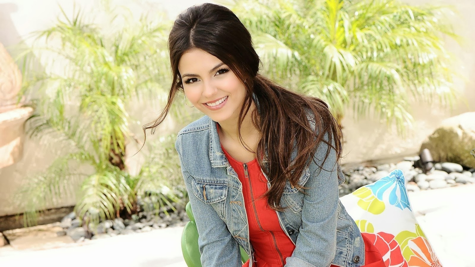 victoria justice hd wallpapers 1080p victoria justice hd wallpapers 1600x900