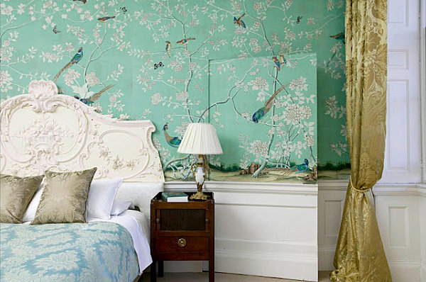 Mint wallpaper in a Chinoiserie style bedroom 600x398