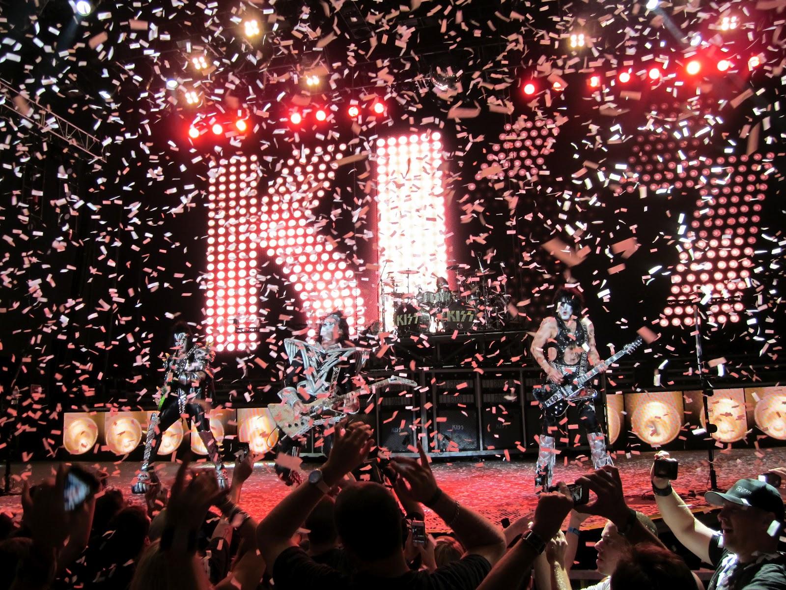 Kiss heavy metal rock bands concert guitar q wallpaper background 1600x1200