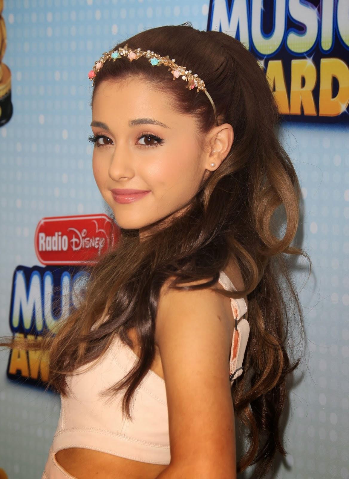 Magazine 4 Teens Looks Ariana Grande 1168x1600