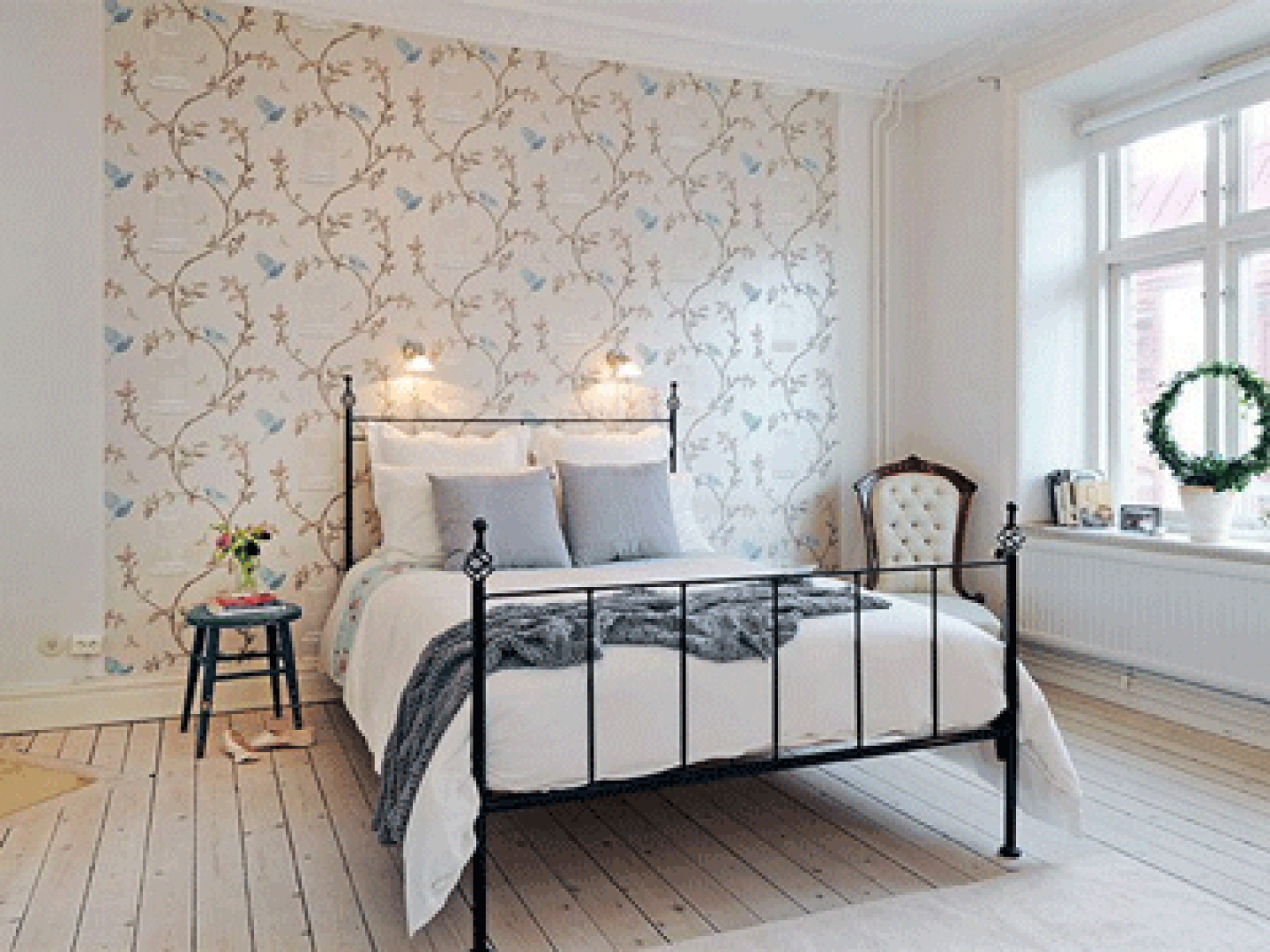 47+] Sophisticated Wallpaper Bedroom Makeovers on ...