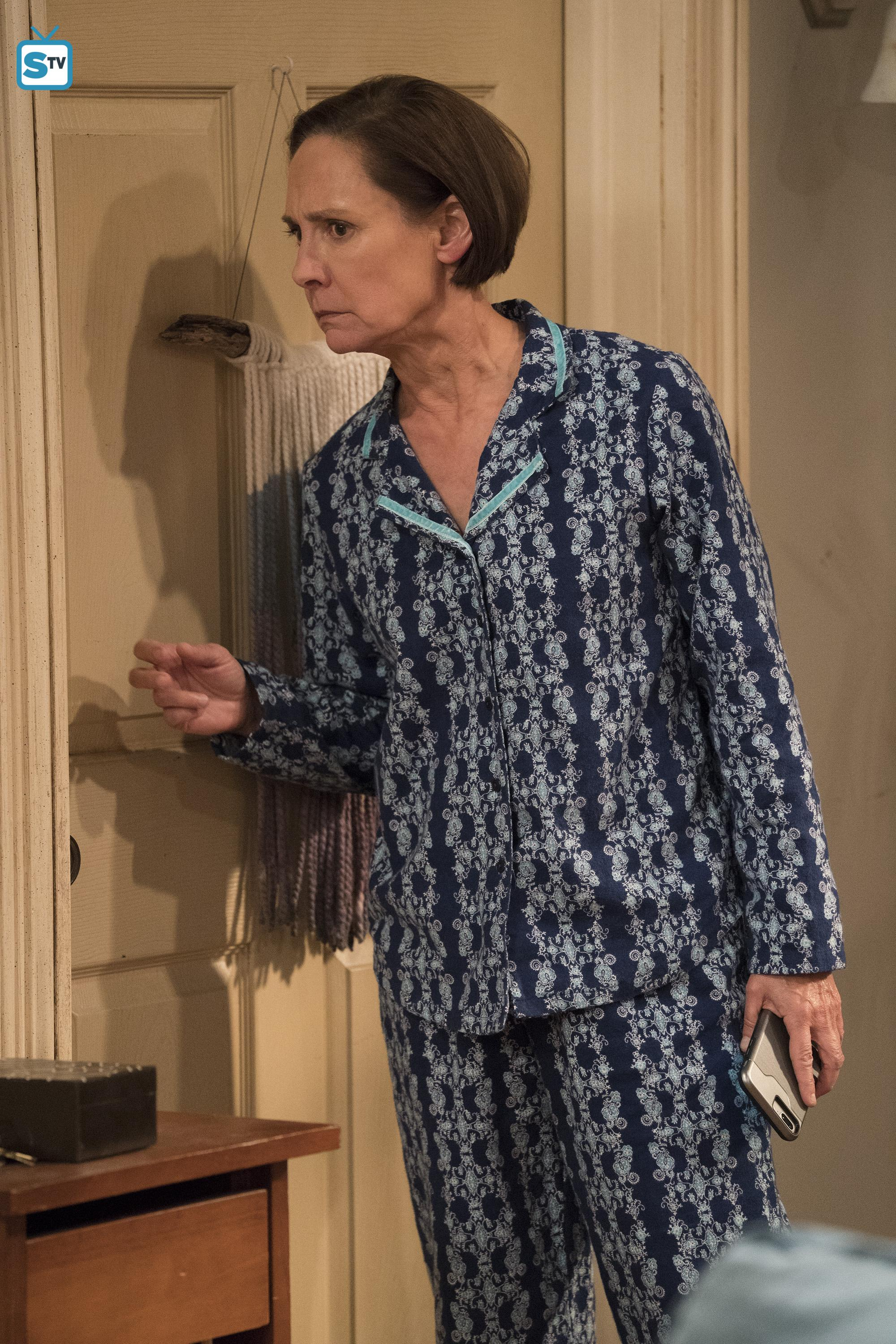 Roseanne images 10x06   No Country for Old Women   Jackie HD 2000x3000