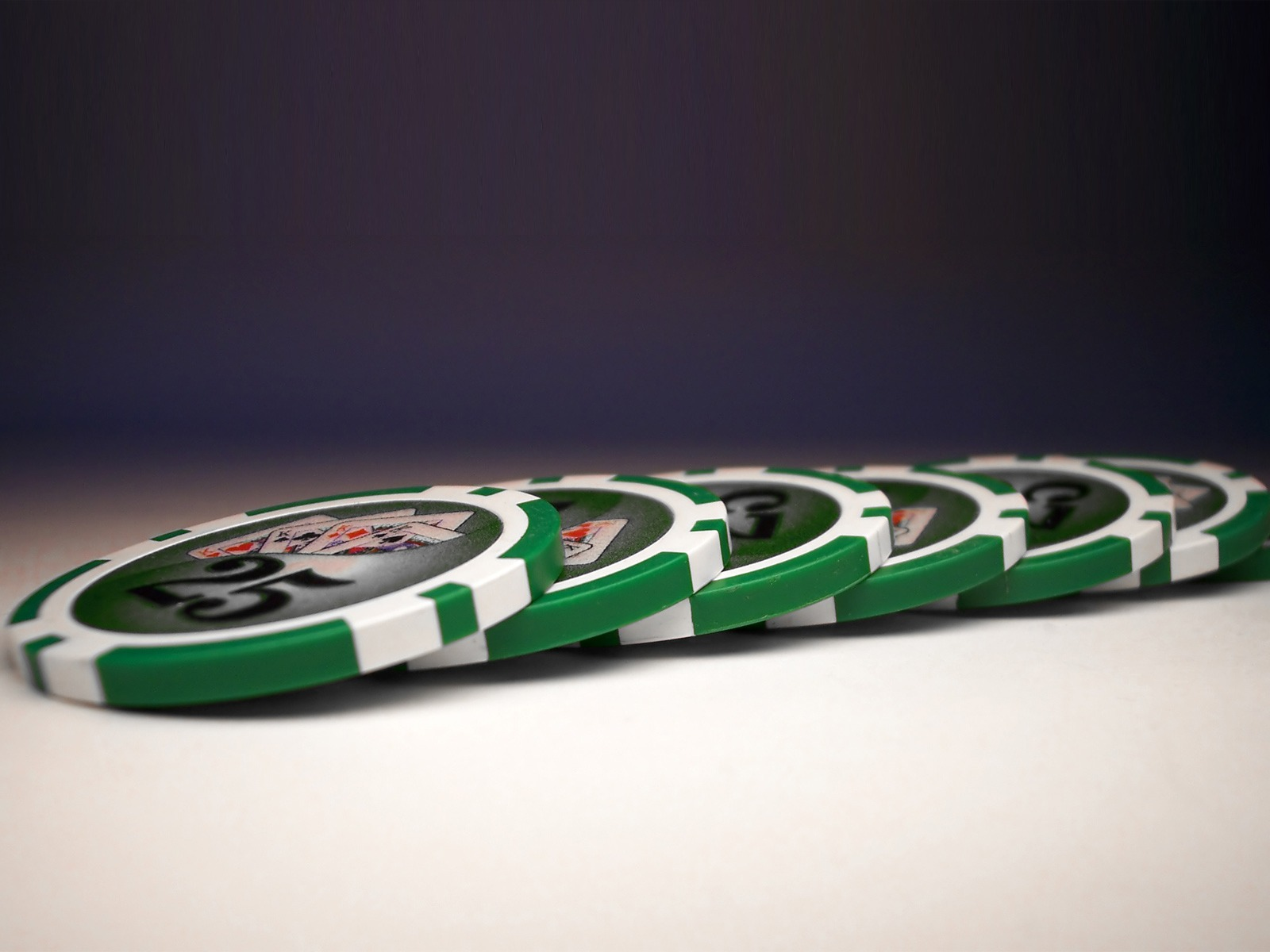 Green poker chips wallpapers Green poker chips stock photos 1600x1200
