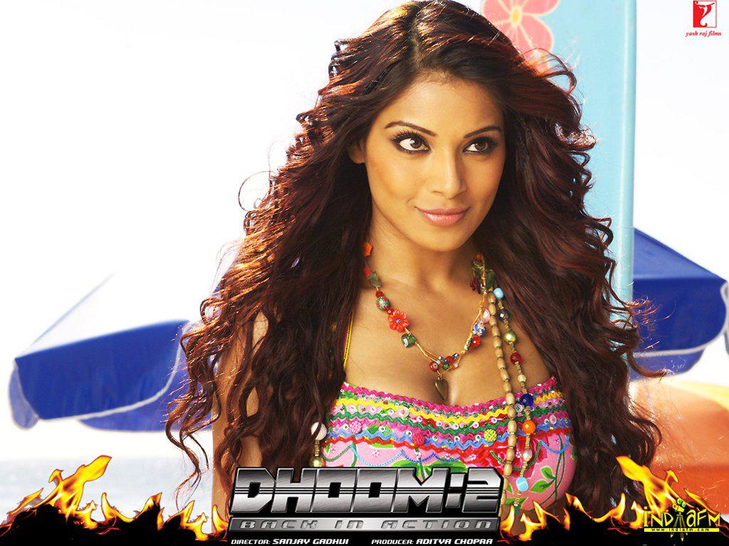 Dhoom 2 2006 Wallpapers bipasha basu 299   Bollywood Hungama 1024x768