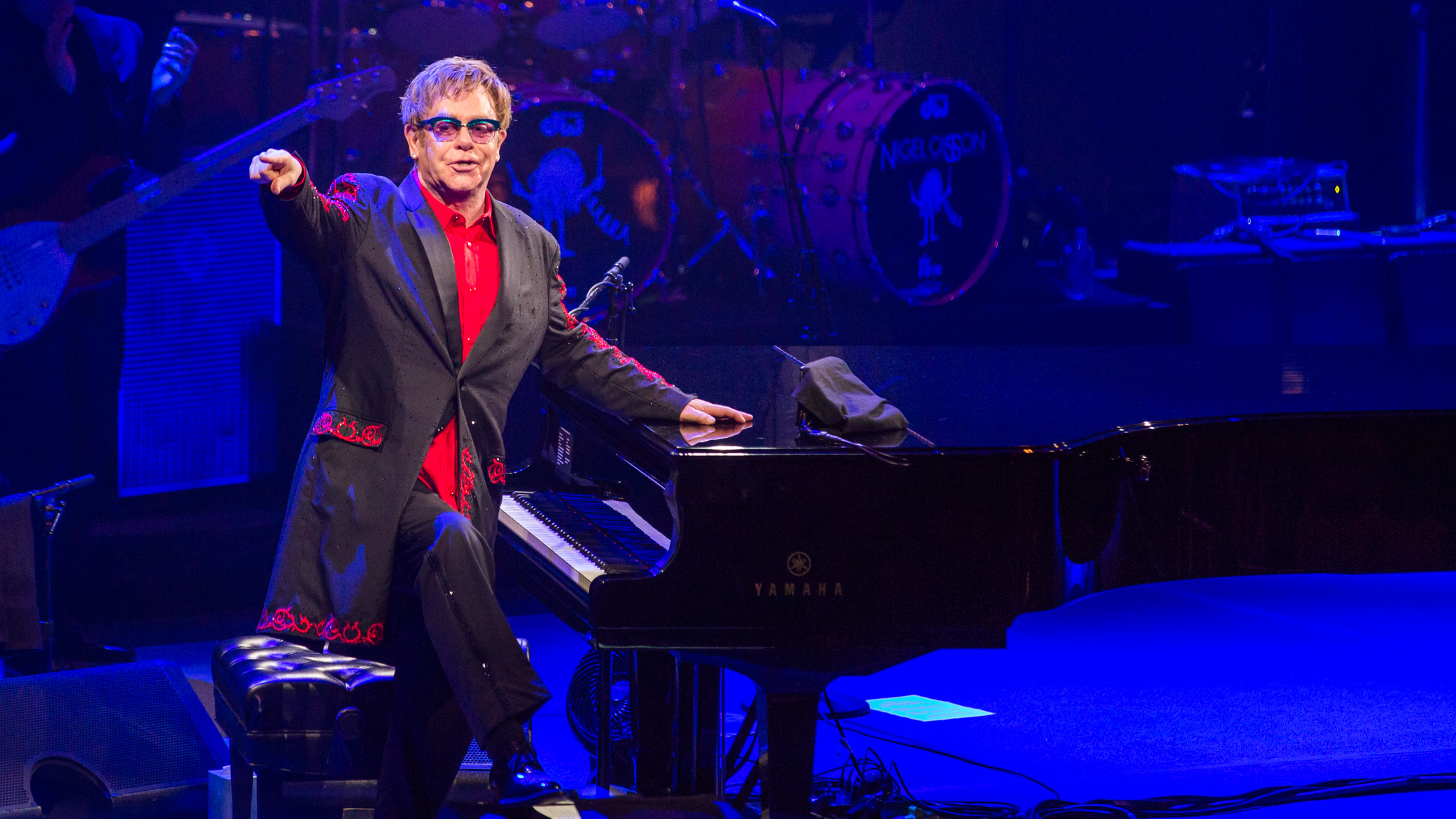 Elton John Wallpaper 7   2048 X 1152 stmednet 2048x1152