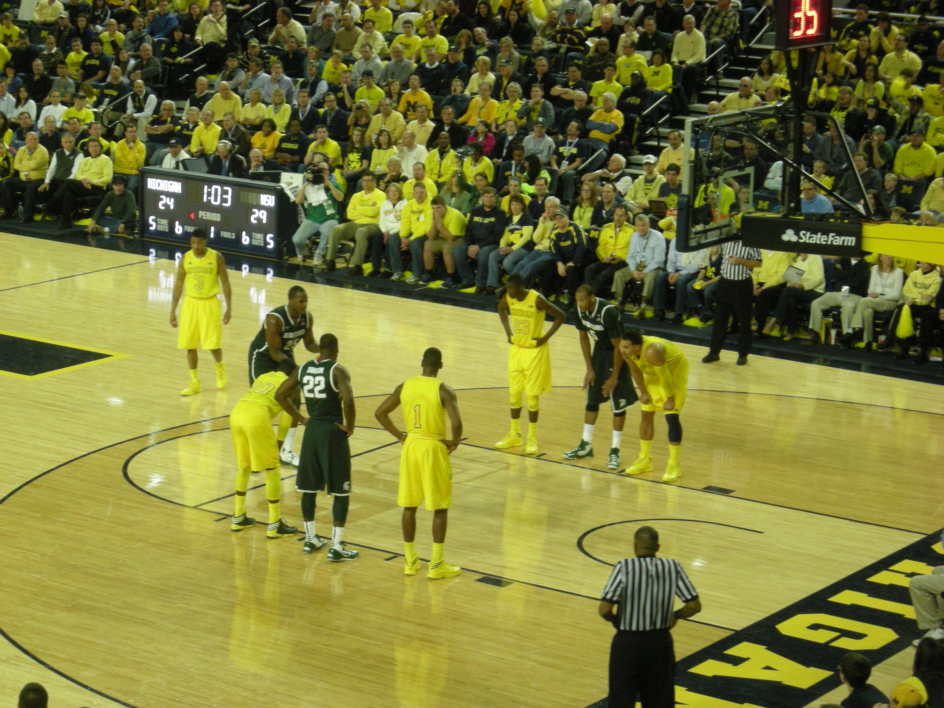 Michigan State vs Michigan mens basketball 2013 09 in game action 3072x2304