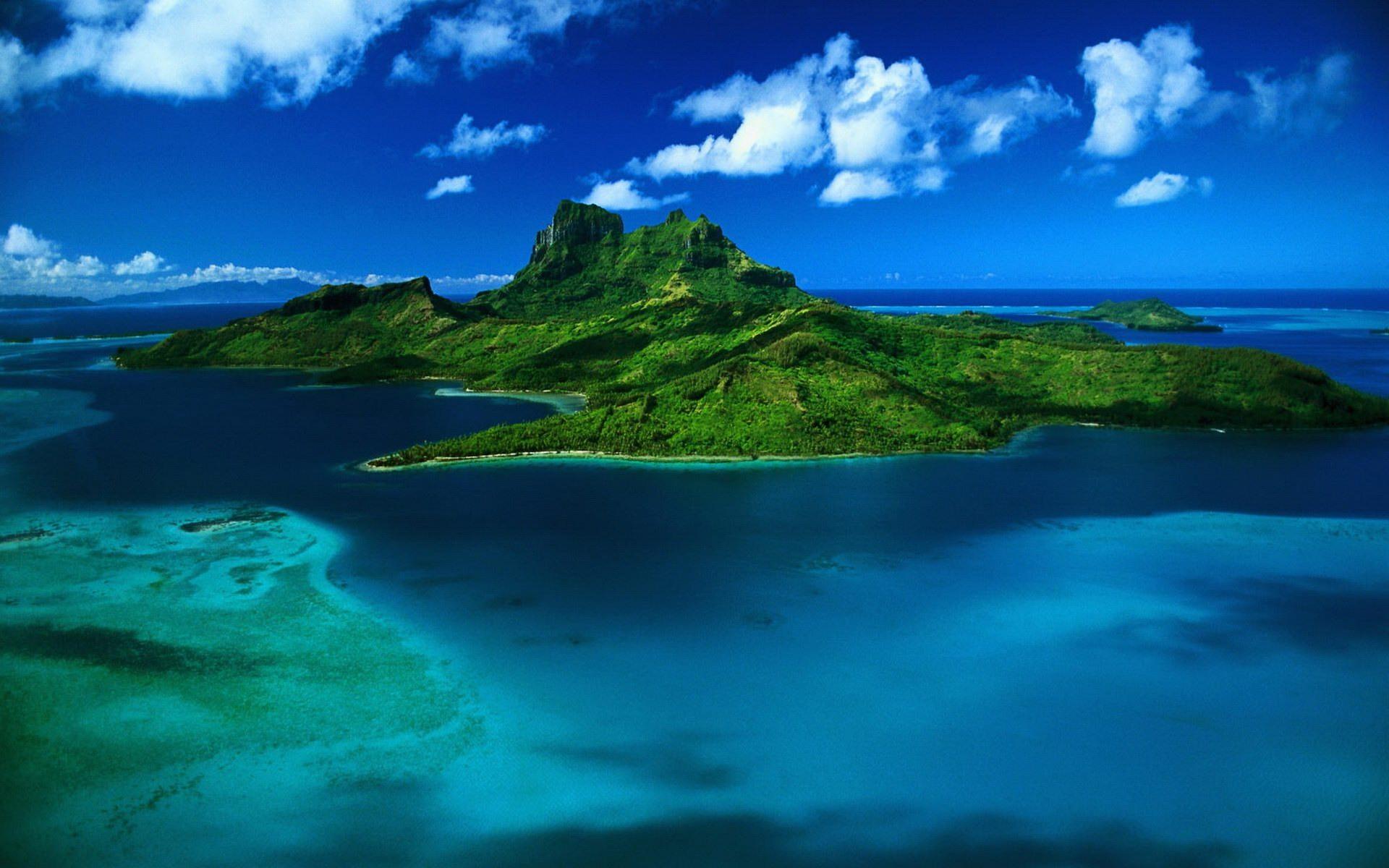 Island in the Ocean desktop wallpaper