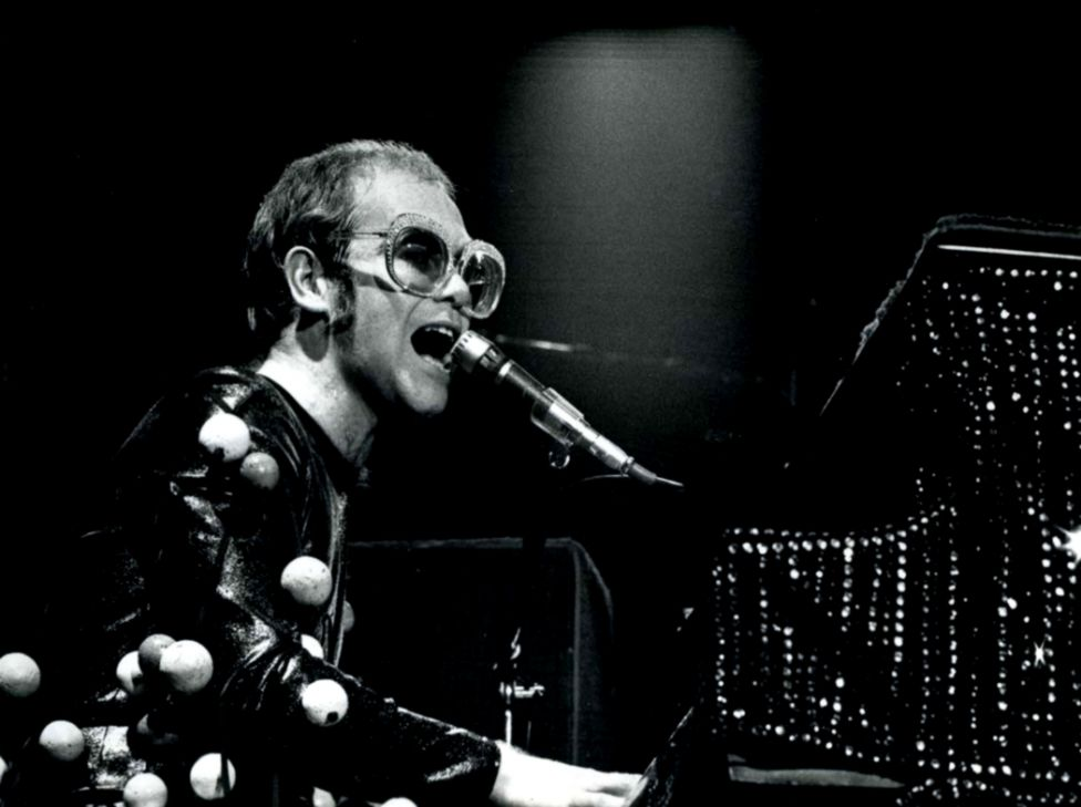 Elton John Hd Wallpaper Wallpapers Epic 976x729