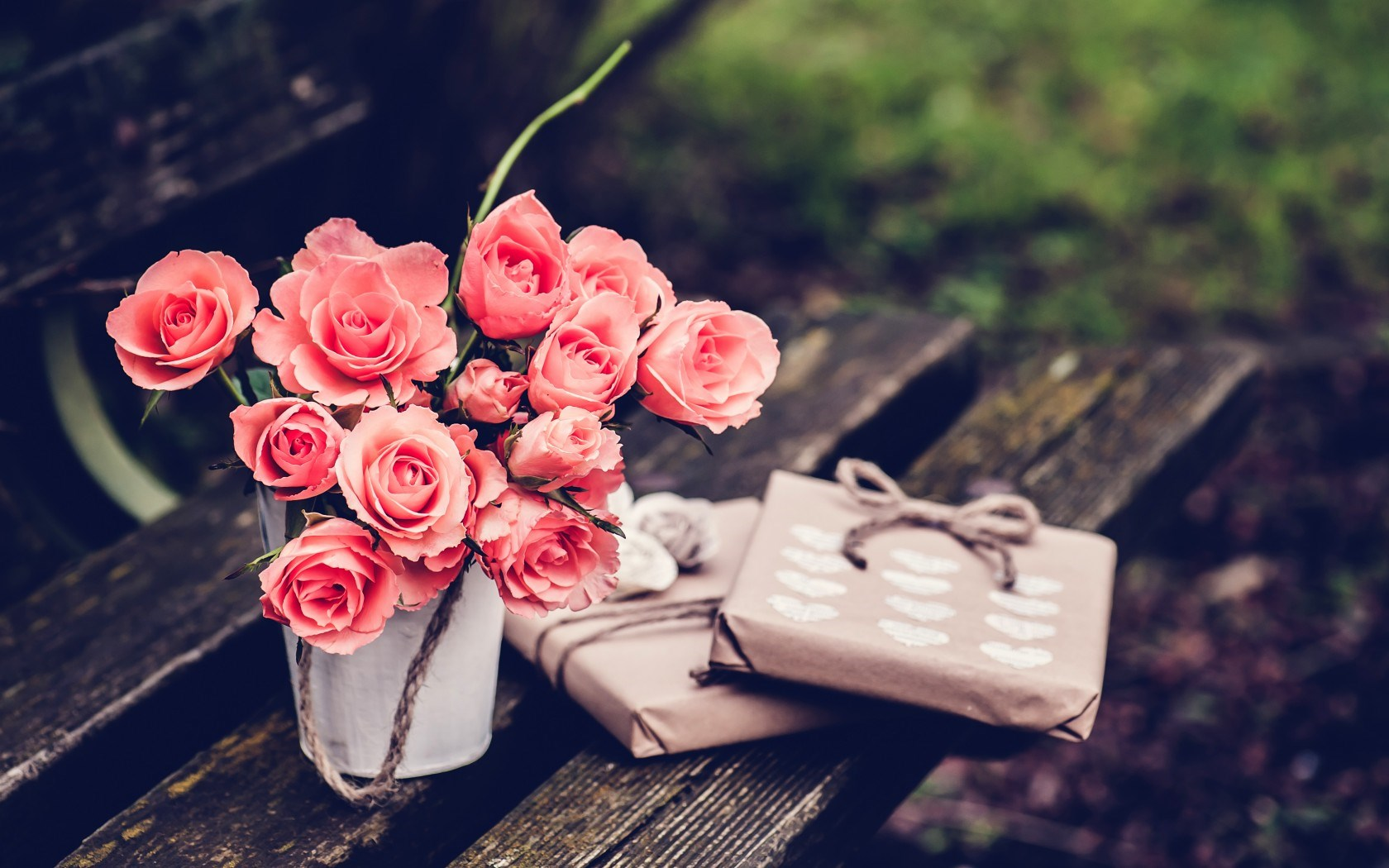 Spink Roses Gifts Hearts Bench Vintage Photo Hd Wallpaper 1680x1050