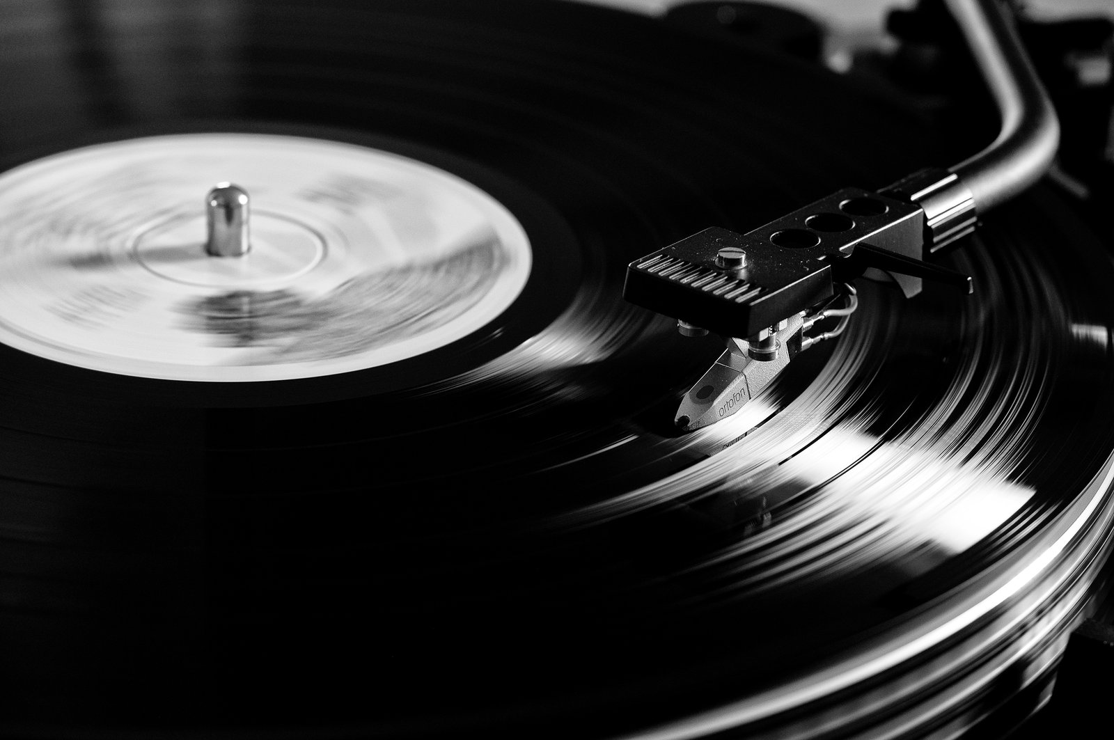 Vinyl Never Die by AxhellWood 1600x1063