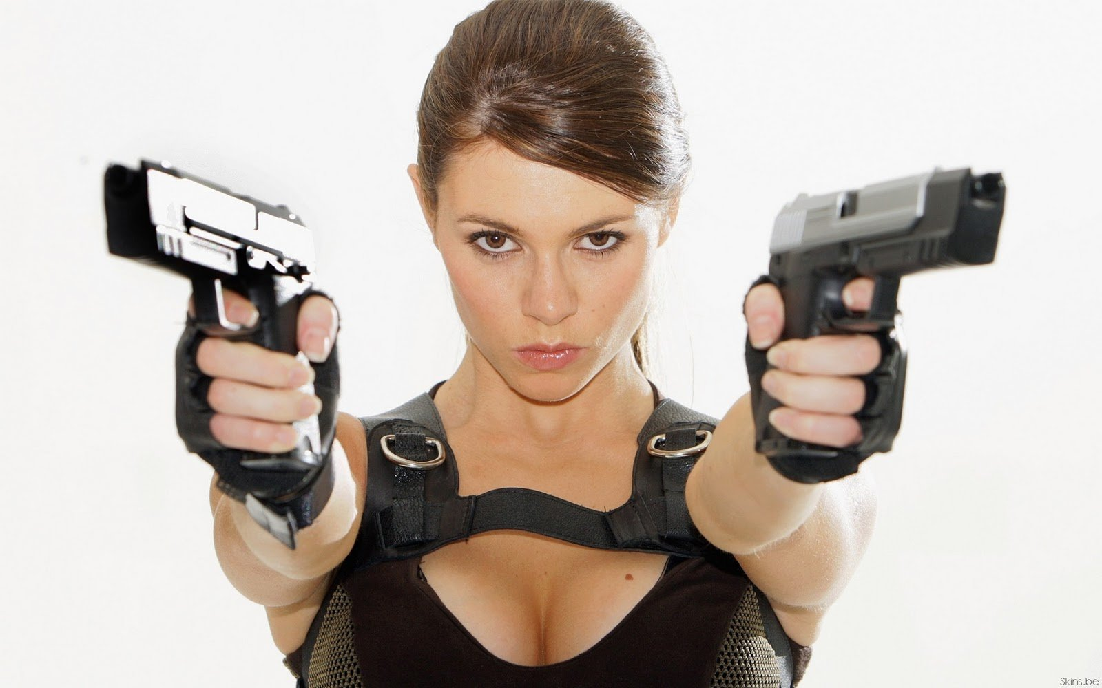 Gun wallpaper beautiful girls with gunz hot gun pic with girls 1600x1000