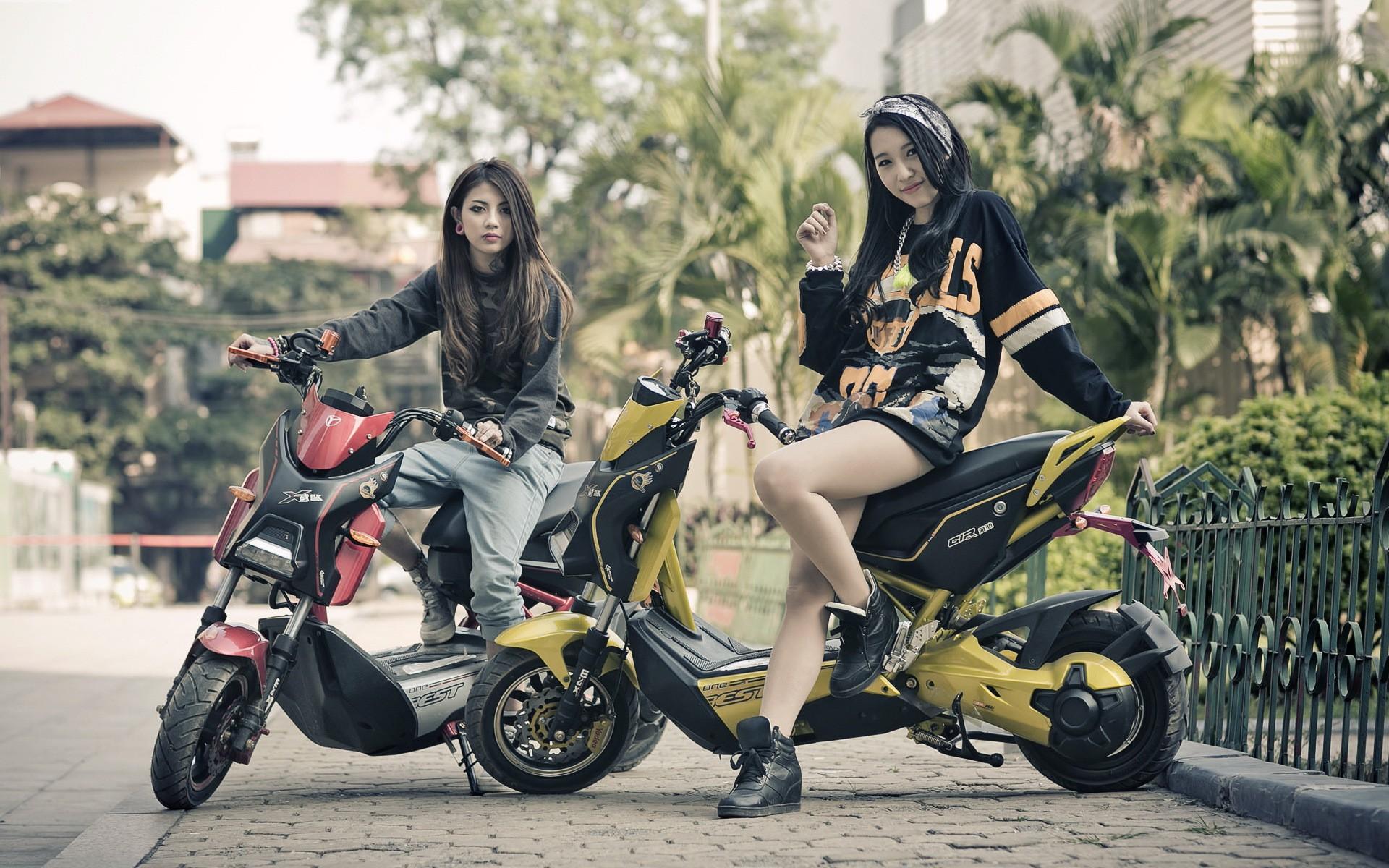 Motorcycle Girl Wallpaper - WallpaperSafari