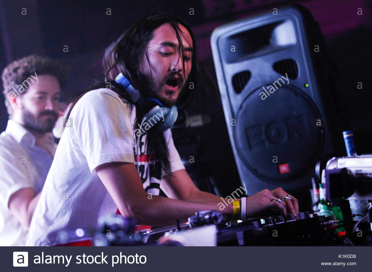 DJ Steve Aoki performing as Danny Masterson watches background 1300x953