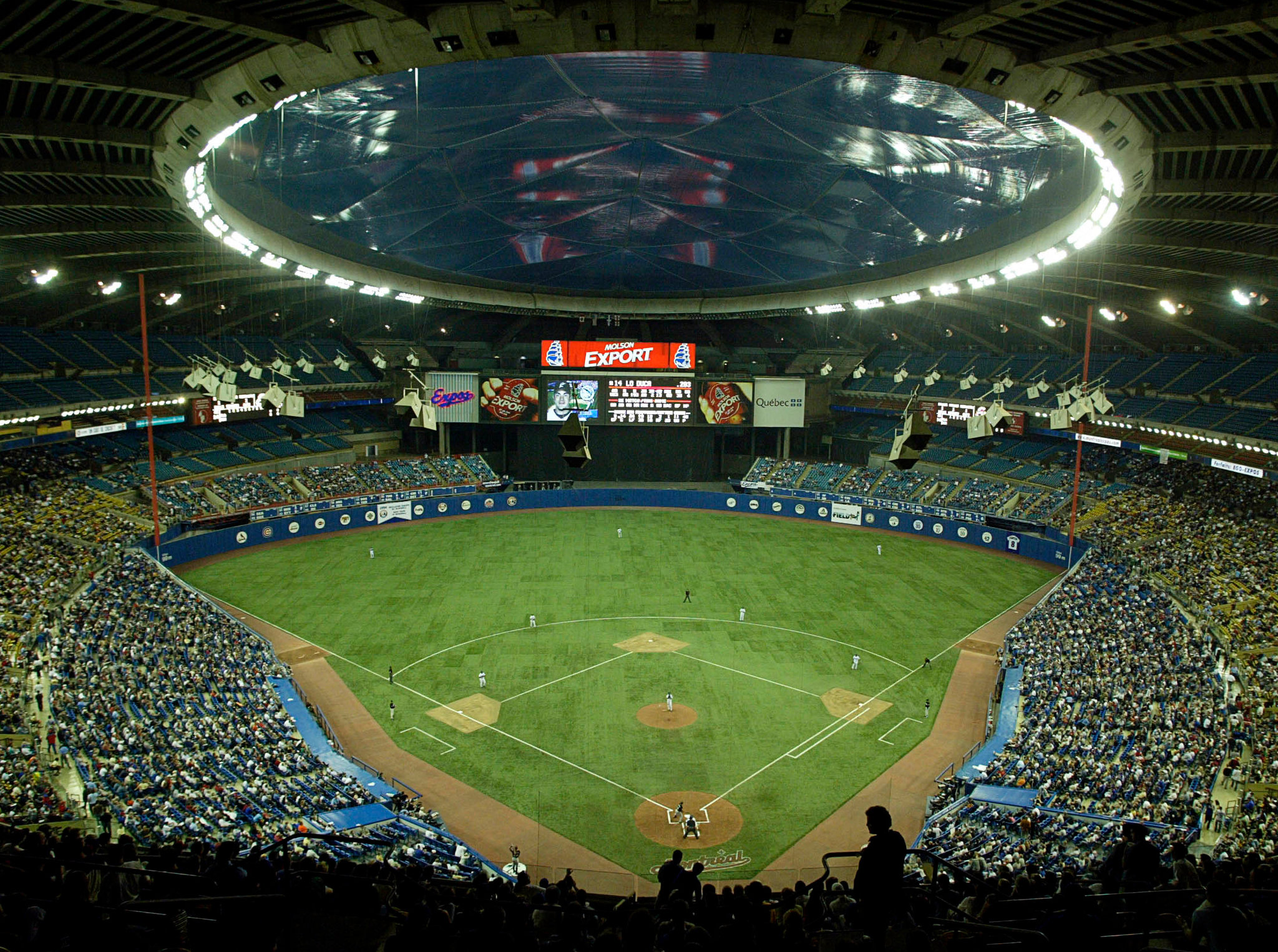 Montreal Expos fans watching their team play its final home game at 2048x1526