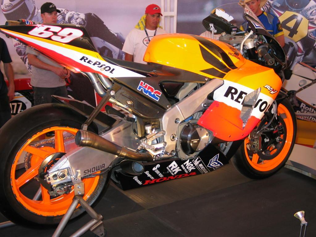 hayden s motoGP bike wallpaper 1024x768