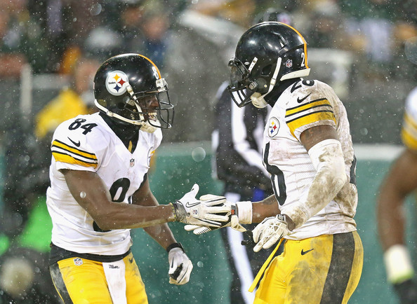 Antonio Brown LeVeon Bell 26 of the Pittsburgh Steelers celebrates 594x434