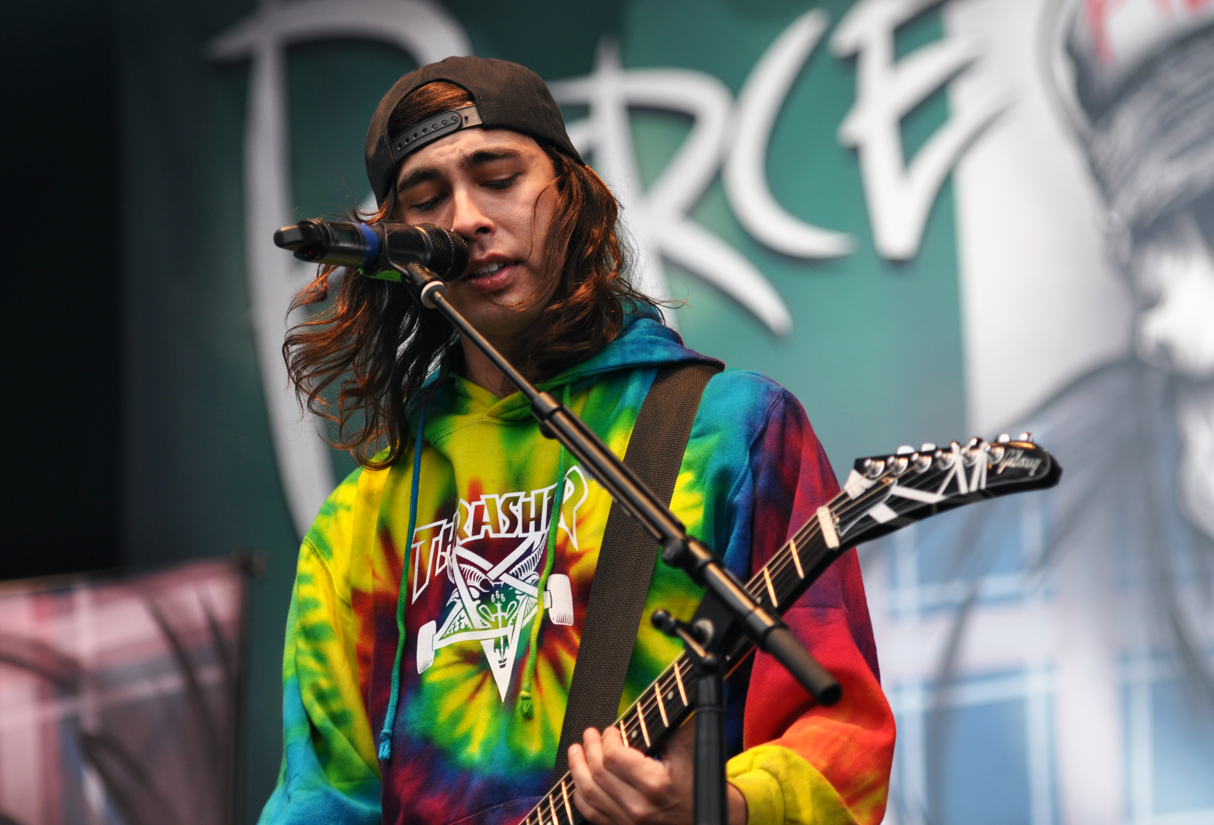 FileFile 13 06 08 RaR Pierce the Veil Vic Fuentes 03jpg 3865x2629