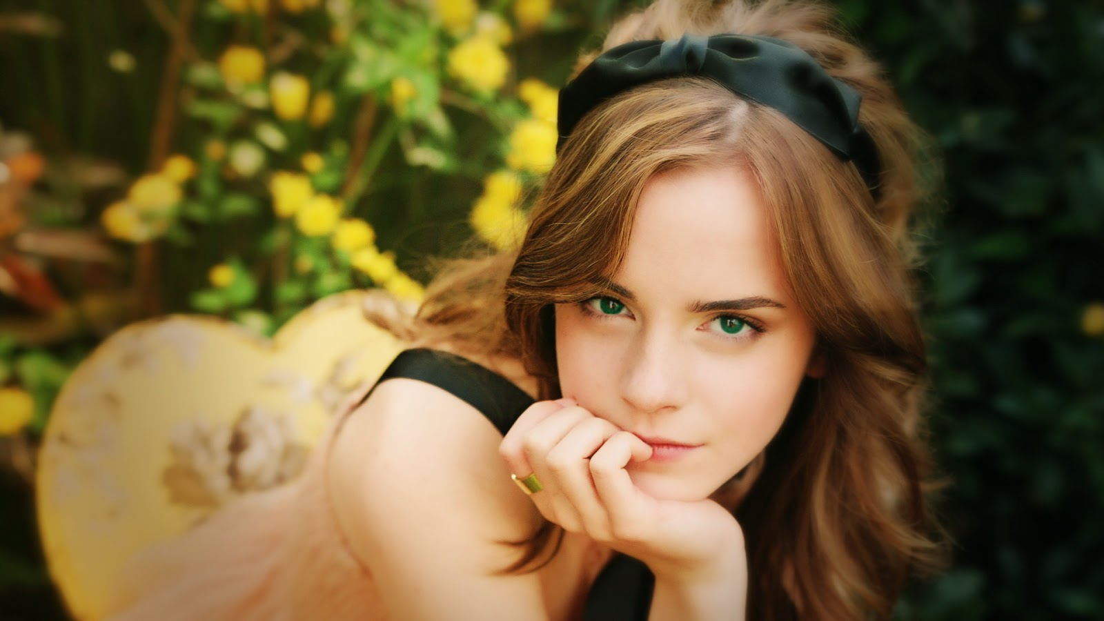 The latest HD Wallpapers collection of The Most Beautiful girls 1600x900